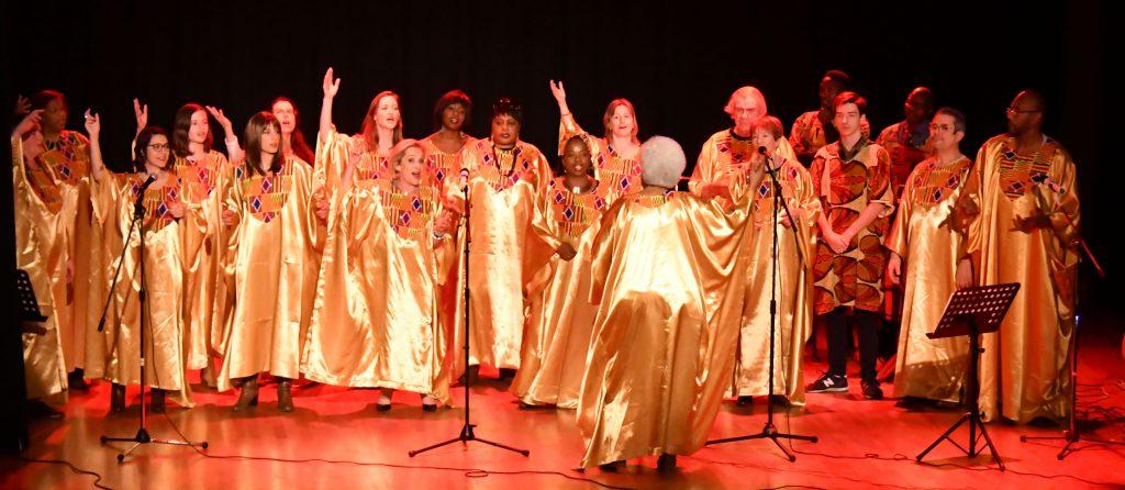 Vue générale de tous les menbres du groupedes Soboyo Singers