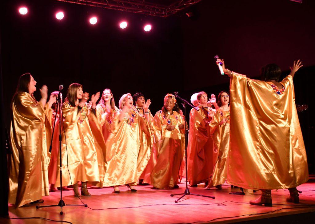 Chanteuses de gospel en pleine action.