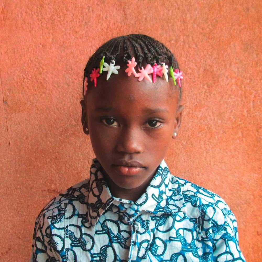 Soboyo prend en charge l'éducation des enfants pour les sortir de la misère.