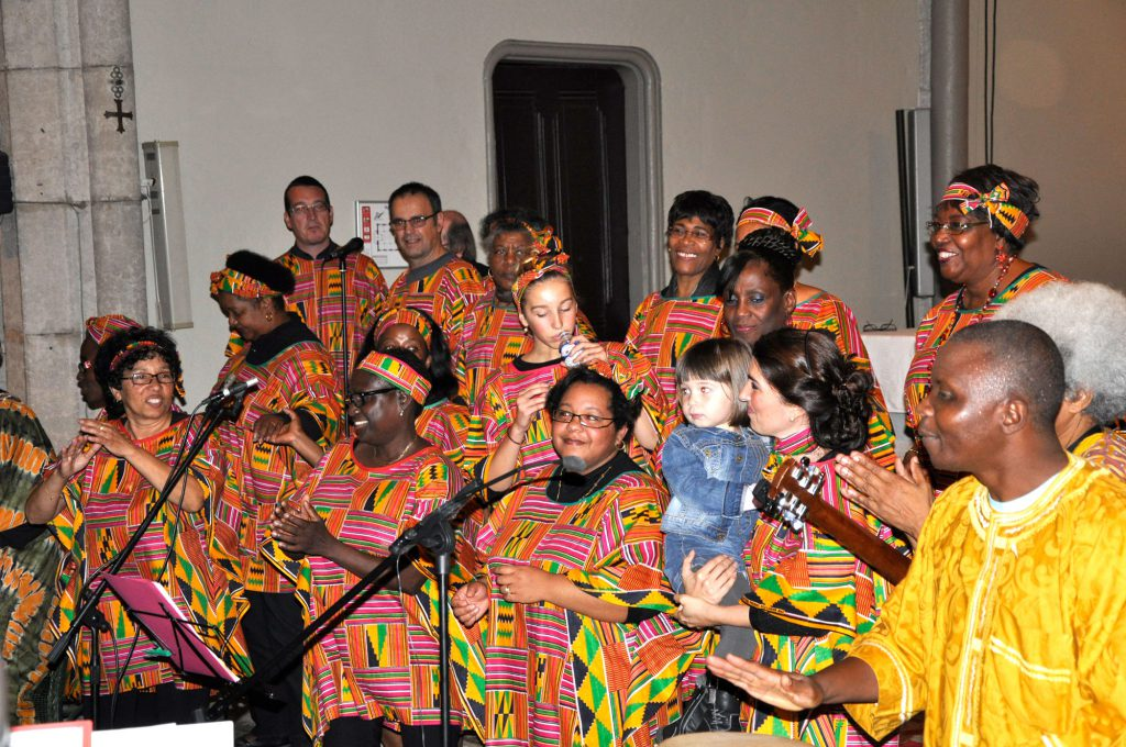 Une image de ce chœur de gospel solidaire avec les habitants de Bangui.