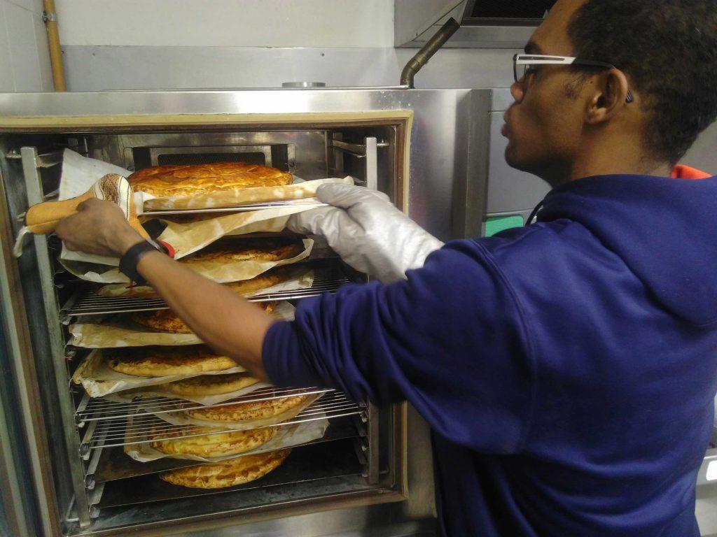 Les galettes des rois Soboyo sont cuites dans un four professionnel assurant une cuisson idéale.