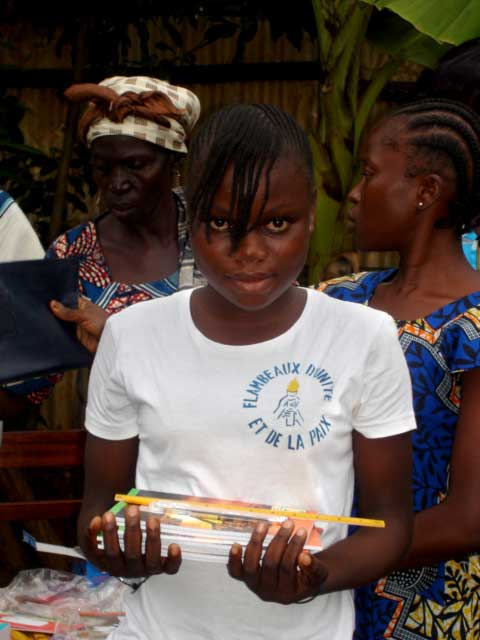 Elève de Soboyo Bangui avec ses fournitures scolaires