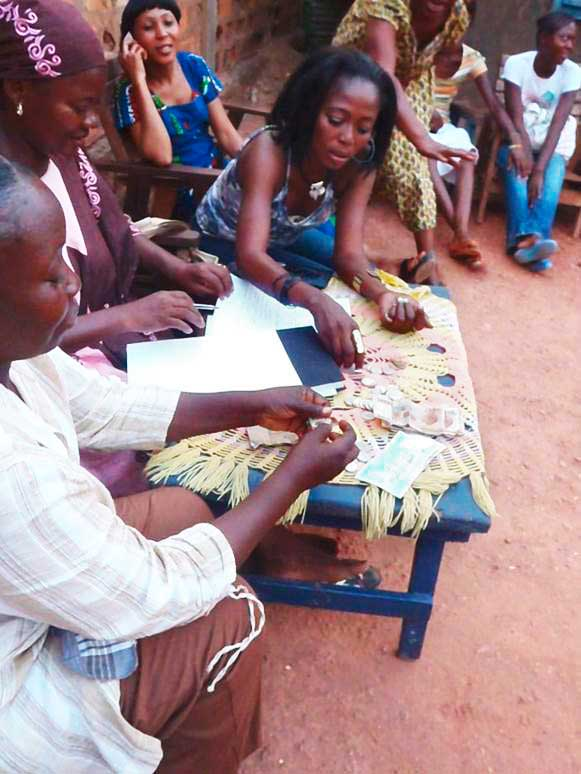 Groupes de femmes partagent les bénéfices de l'association SOBOYO