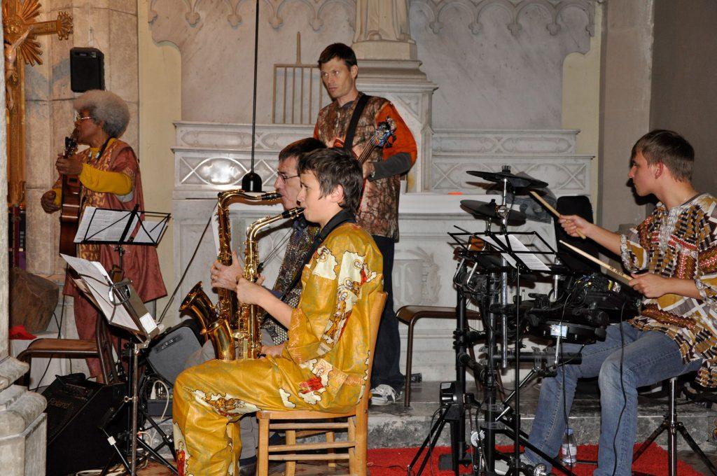 Les musiciens lors du concert de Sathonay Village en 2012.