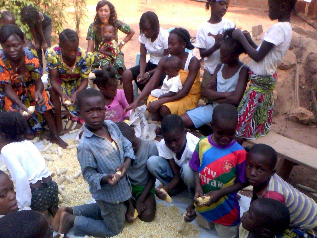 La fin des récoltes de Sboyo Bangui est suivi de l'égrenage des épis de ma£is